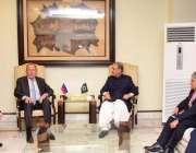 اسلام آباد، وزیر خارجہ شاہ محمود قریشی نورخان ائیربیس کے سٹیٹ لاؤنج ..