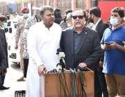 کراچی، وفاقی وزیر اطلاعات و نشریات فواد چوہدری اور گورنر سندھ عمران ..