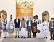 اسلام آباد، صدر مملکت ڈاکٹر عارف علوی کا ایوان صدر میں پاکستان نرسنگ ..