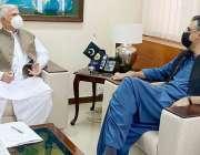اسلام آباد، وفاقی وزیر پلاننگ اسد عمر سے وزیراعلی خیبرپختونخوا محمود ..