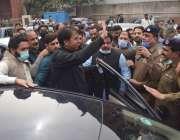 لاہور، وزیراعظم کے معاون خصوصی شہباز گل لاہور ہائیکورٹ سے واپسی پر ..
