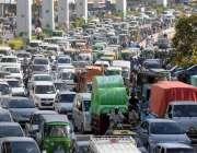 راولپنڈی، مری روڈ پر ٹریفک جام کا ایک منظر۔
