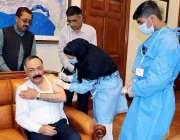 کوئٹہ، گورنر بلوچستان امان اللہ خان یسین زئی کو کورونا ویکسین کی دوسری ..