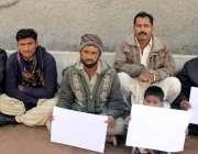 حیدرآباد، محکمہ فوڈ کے ملازمین اپنے مطالبات کے سلسلے میں احتجاج کر ..