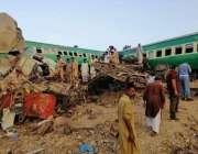 گھوٹکی، ٹرینوں کے تصادم کے بعد تباہی کا منظر۔
