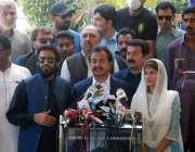 کراچی، سندھ اسمبلی میں اپوزیشن لیڈر حلیم عادل شیخ صحافیوں سے بات چیت ..