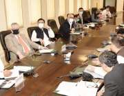 اسلام آباد، وزیر خزانہ شوکت ترین کسانوں کو یوریا کھادوں کی فراہمی سے ..