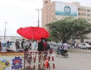 کراچی، سندھ حکومت کی جانب سے ڈیلٹا وائرس کی روک تھام کیلئے لگائے گئے ..