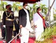 کولمبو، وزیراعظم عمران خان کولمبو پہنچنے پر سری لنکن ہم منصب مہنداراجاپاکسے ..