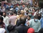 لاہور، کورونا وائرس کی تیسری لہر میں شدت  کے باوجود انارکلی بازار میں ..