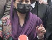 لاہور، مسلم لیگ ن کی ترجمان مریم اورنگزیب میڈیا سے گفتگو کر رہی ہیں۔