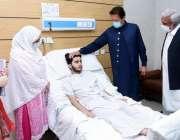 پشاور، وزیراعظم عمران خان مفلوج افراد کیلئے بنائے گئے سنٹر کے دورہ ..