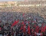 بنوں، پاکستان ڈیموکریٹک موومنٹ کے جلسہ میں عوام کی بڑی تعداد شریک ہے۔