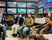 اسلام آباد، وزیر داخلہ شیخ رشید احمد وزارت داخلہ کے کنٹرول روم میں ..