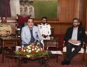 کراچی، گورنر سندھ عمران اسماعیل پریس کانفرنس سے خطاب کر رہے ہیں۔