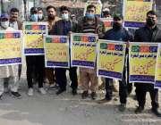 لاہور، آل پاکستان ڈیلی ویجز تحریک پاکستان واپڈا کے کارکنان اپنے مطالبات ..