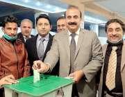 راولپنڈی، ڈسٹرکٹ بار ایسوسی ایشن کے سالانہ انتخابات میں زمرد خان کا ..