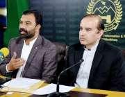 پشاور، صوبائی وزیر قانون سلطان محمد خان اور مشیر سائنس و انفارمیشن ..