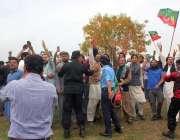 اسلام آباد، پارلیمنٹ لاجز کے باہر مسلم لیگ ن کے رہنماؤں کی وزیراعظم ..
