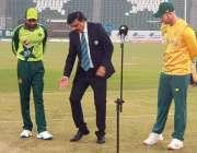 لاہور، پاکستان اور جنوبی افریقہ کی ٹیموں کے کپتان دوسرے ٹی ٹونٹی میچ ..