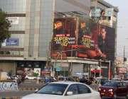 کراچی، شہر بھر سے اشتہاری بورڈ ہٹانے کے سپریم کورٹ کے احکامات کے باوجود ..