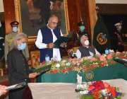 پشاور، گورنر خیبرپختونخوا شاہ فرمان صوبائی حکومت کے نئے وزراء سے حلف ..