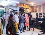 کراچی، آئی بی اے سکھر کے طلبہ ایس ایس یو ہیڈکوارٹرز کے مختلف شعبوں کا ..