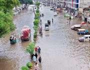 لاہور، صوبائی دارالحکومت میں ہونے والی موسلا دھار بارش کے بعد سرکلر ..