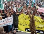 کراچی، پریس کلب کے سامنے جماعت اسلامی کی جانب سے بچت بازار بند کئے جانے ..