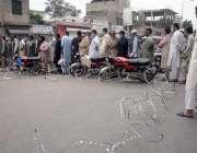 لاہور، باغبانپورہ رمضان بازار میں خریداری کیلئے آنیوالے شہری سبسڈی ..