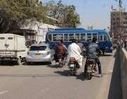 کراچی، لیاری ککری گراؤنڈ روڈ کو ترقیاتی کام کی وجہ سے بند کیا ہوا ہے ..