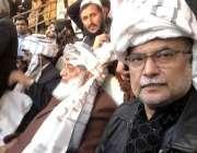 بنوں، پی ڈی ایم جلسہ میں شریک احسن اقبال، مولانا فضل الرحمن نے روایتی ..