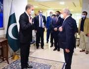اسلام آباد، وزیر خارجہ شاہ محمود قریشی دفتر خارجہ میں اپنے ازبک ہم ..