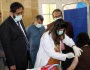 کراچی، خالق دینا ہال میں فرنٹ لائن میں کام کرنے والے ڈاکٹروں کو کورونا ..