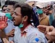 کراچی، الہ دین پارک کے قریب شاپنگ پلازہ منہدم کرنے کے احکامات پر دکاندار ..