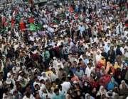 کراچی، وزیراعلی سندھ سید مراد علی شاہ داؤد چورنگی میں مہنگائی کیخلاف ..