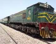 سکھر، ڈھرکی کے قریب ٹرین حادثے کے بعد ٹریک بحال ہونے پر مسافر ٹرین گزاری ..