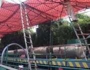 لاہور، داتا دربار کے سالانہ عرس کے موقع پر دودھ کی سبیل تیار کی جا رہی ..