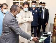 اسلام آباد، وزیراعظم عمران خان ایک اجلاس کے بعد الیکٹرانک ووٹنگ سسٹم ..