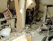 کراچی، محکمہ موسمیات کے علاقے میں سلنڈر دھماکے کے بعد جائے وقوعہ پر ..