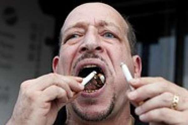 امریکہ ،53سالہ شخص نے6 منٹ میں 200 جلتے ہوئے سگریٹ کھا کر عالمی ریکارڈ ..