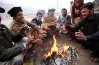 ملک میں سردی ،بالائی علاقوں میں برف باری، پنجاب میں دھند