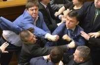 یوکرائن کی پارلیمنٹ میں ارکان آپس میں گتھم گتھا،چارزخمی ہوگئے،ایوان ..