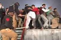 گوجرانوالہ: تحریک انصاف کے جلسے کے بعد کارکنوں کی ہلڑ بازی