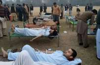 پشاور،ہسپتالوں میں خون عطیات کی اپیلوں کے بعدشہری وطلباء کی بڑی تعدادہسپتال ..