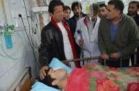 عمران خان کی طرف سے سانحہ پشاور کے زخمیوں کی عیادت