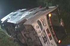 کندھ کوٹ کے قریب مسافر کوچ الٹنے سے 8 افراد جاں بحق، متعدد زخمی