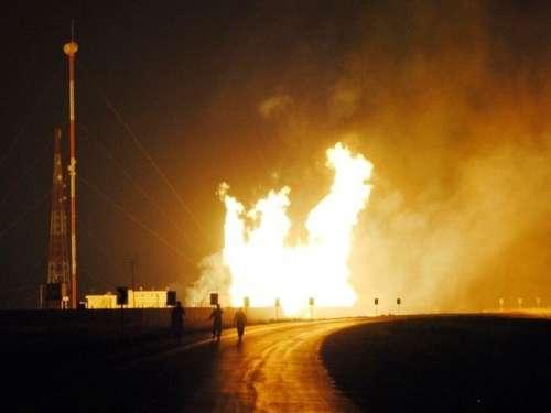 گھوٹکی میں 36 انچ قطر کی گیس پائپ ..
