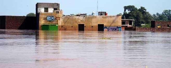 پنجاب کے دریائوں میں سیلاب کا زور ٹوٹ گیا ،سکھر بیراج میں پانی کی سطح ..