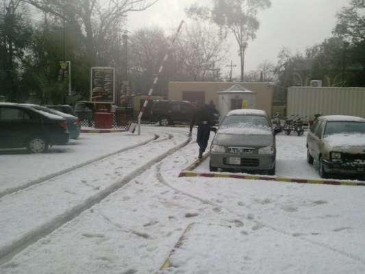 گلگت بلتستان شدید سردی کی لپیٹ میں،متعدد رابطہ سڑکیں بند